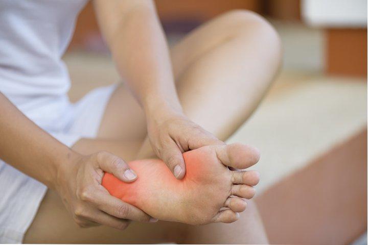 7 dores no pé mais comuns